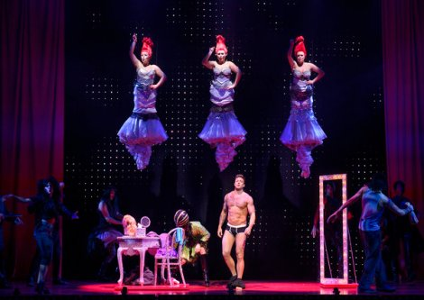 rsz_duncan_james_as_tick_and_the_company_-_priscilla_queen_of_the_desert_-_the_musical_-_photo_credit_paul_coltas 600 x 425