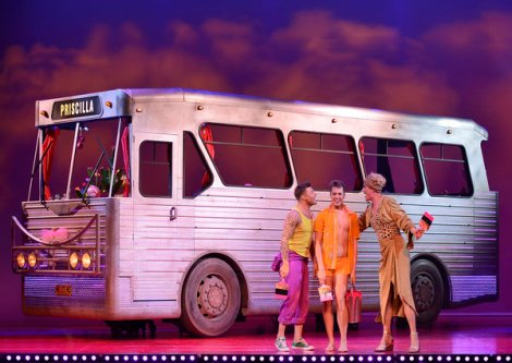 rsz_simon_green_as_bernadette_duncan_james_as_tick_adam_bailey_as_felicia_-_priscilla_queen_of_the_desert_-_the_musical_-_photo 600 x 425